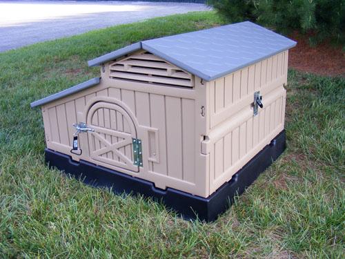 Snap Lock Standard Chicken Coop by Formex